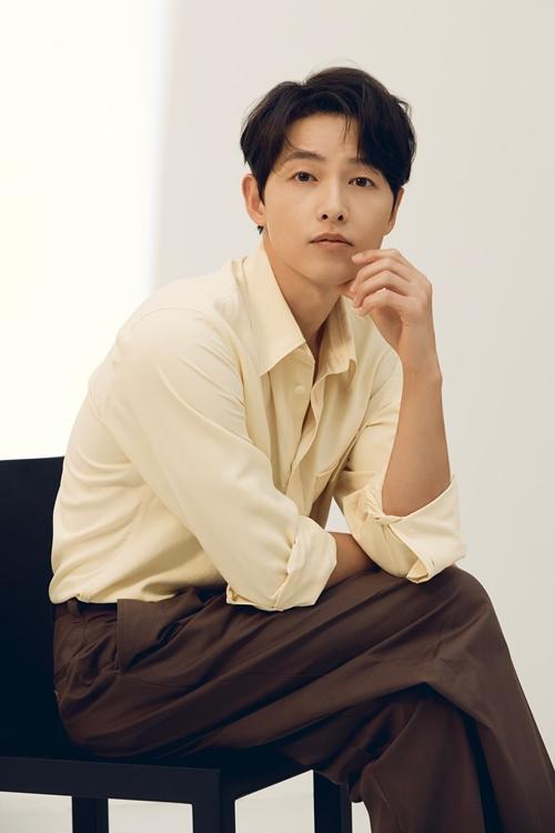 Song Joong Ki nhận nhiều phỏng vấn và buổi chụp hình sau phim Vincenzo.