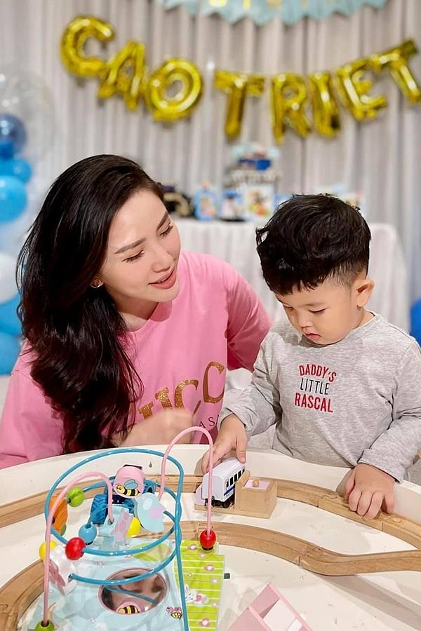 Cuối tuần qua, gia đình Bảo Thy tổ chức sinh nhật cho bé Cao Triết - con trai của anh trai Thế Bảo.