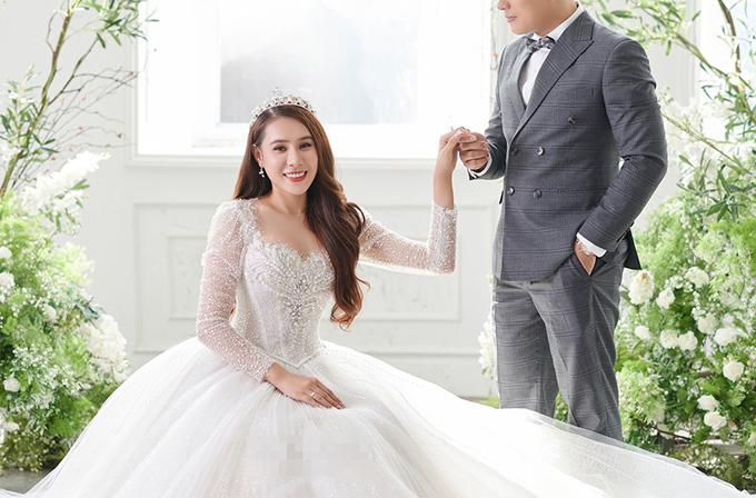 Ảnh cưới của Hồ Bích Trâm và ông xã hơn 7 tuổi.