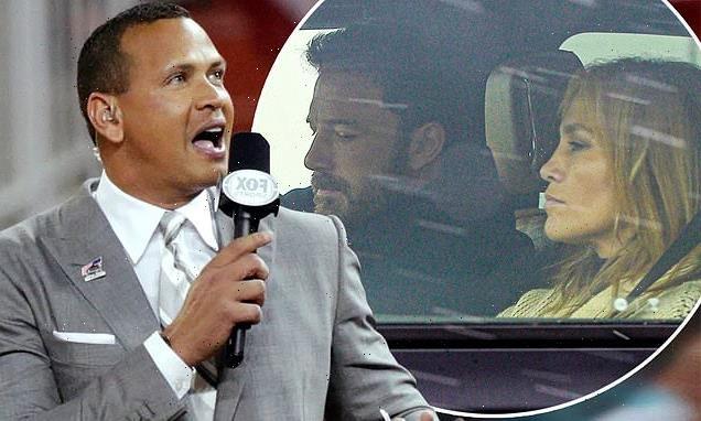 Alex Rodriguez (trái) không thể tin nổi Jennifer Lopez lại quên anh quá nhanh và đi nghỉ với Ben Affleck.