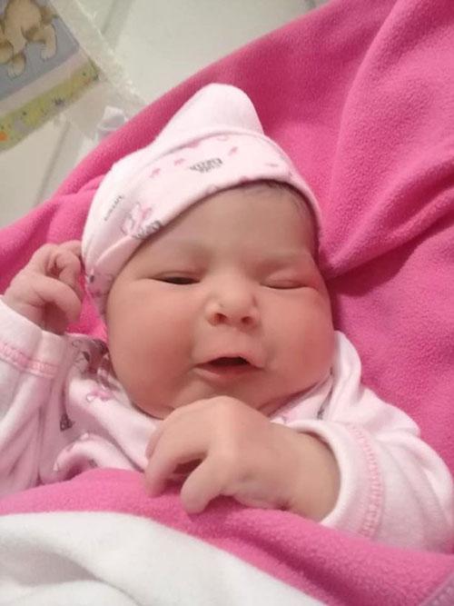 Bé gái 2 tháng tuổi ở thành phố Corrientes, Argentina trước khi ngạt thở qua đời. Ảnh: Newsflash.