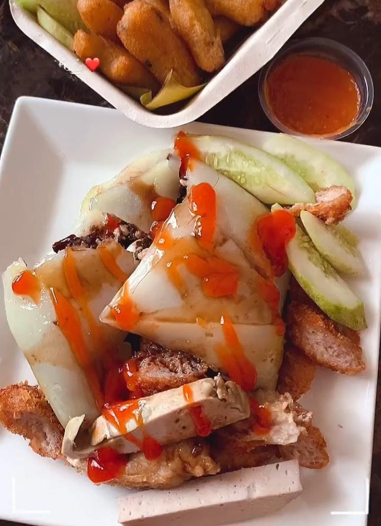 Phần bánh giò trứng muối của Phương Khánh.