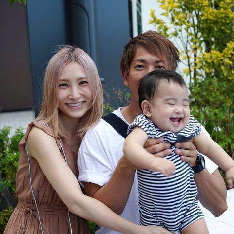 Vợ chồng Ken Shimizu và con trai.