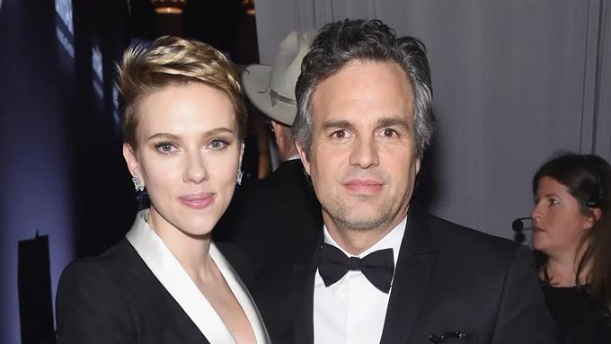 Hai diễn viên Scarlett Johansson và Mark Ruffalo.