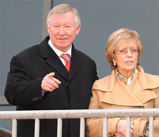 Sir Alex và vợ - bà Cathy. Ảnh: Ltd.