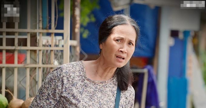 NSND Lan Hương làm xấu mình, hóa thân thành bà hàng xóm nhiều chuyện.