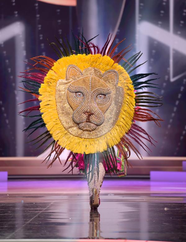 Tấm khiên đầu sư tử gây hiệu ứng thị giác mạnh của Hoa hậu Nicaragua, Ana Marcelo.