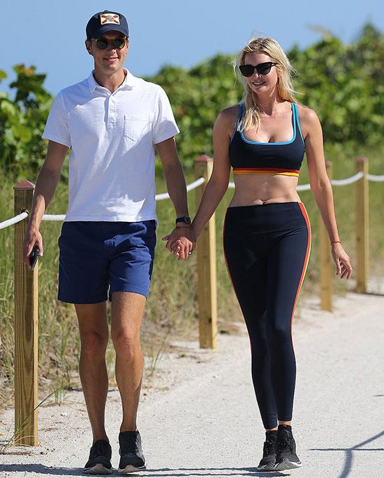 Ivanka Trump và chồng Jared Kushner đi dạo ở Miami hôm 8/5. Ảnh: Mega.