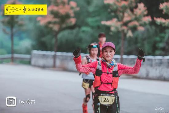 Bà Vương Quế Lan trên đường chạy 168 km.