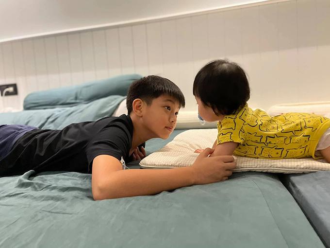 Cậu nhóc được bố mẹ khen nhiều lần vì ra dáng anh cả. Trước đây, Subeo từng không thích có em nhưng dần thay đổi suy nghĩ khi lớn hơn.