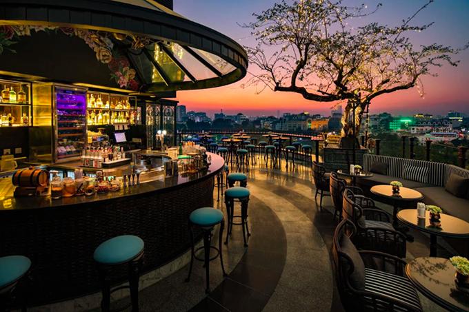 Bốn khách sạn có tầng thượng đẹp nhất thế giới ở Hà Nội - 1
