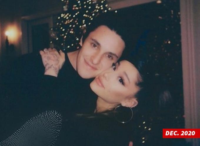 Ariana Grande và Dalton Gomez