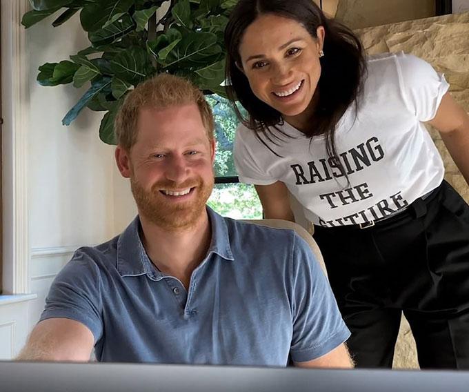 Hoàng tử Harry và vợ Meghan Markle. Ảnh: Apple TV.