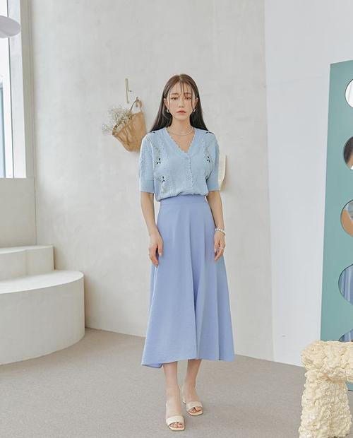 Trang phục tông xanh được thể hiện với nhiều sắc độ giúp bảng màu hợp trend thêm phần phong phú và giúp phái đẹp có thêm nhiều lựa chọn.