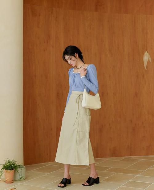 Gam xanh dịu mắt, tạo cảm giác mát mẻ được phái đẹp châu Á chọn lựa để mix đồ đi làm, dạo phố.