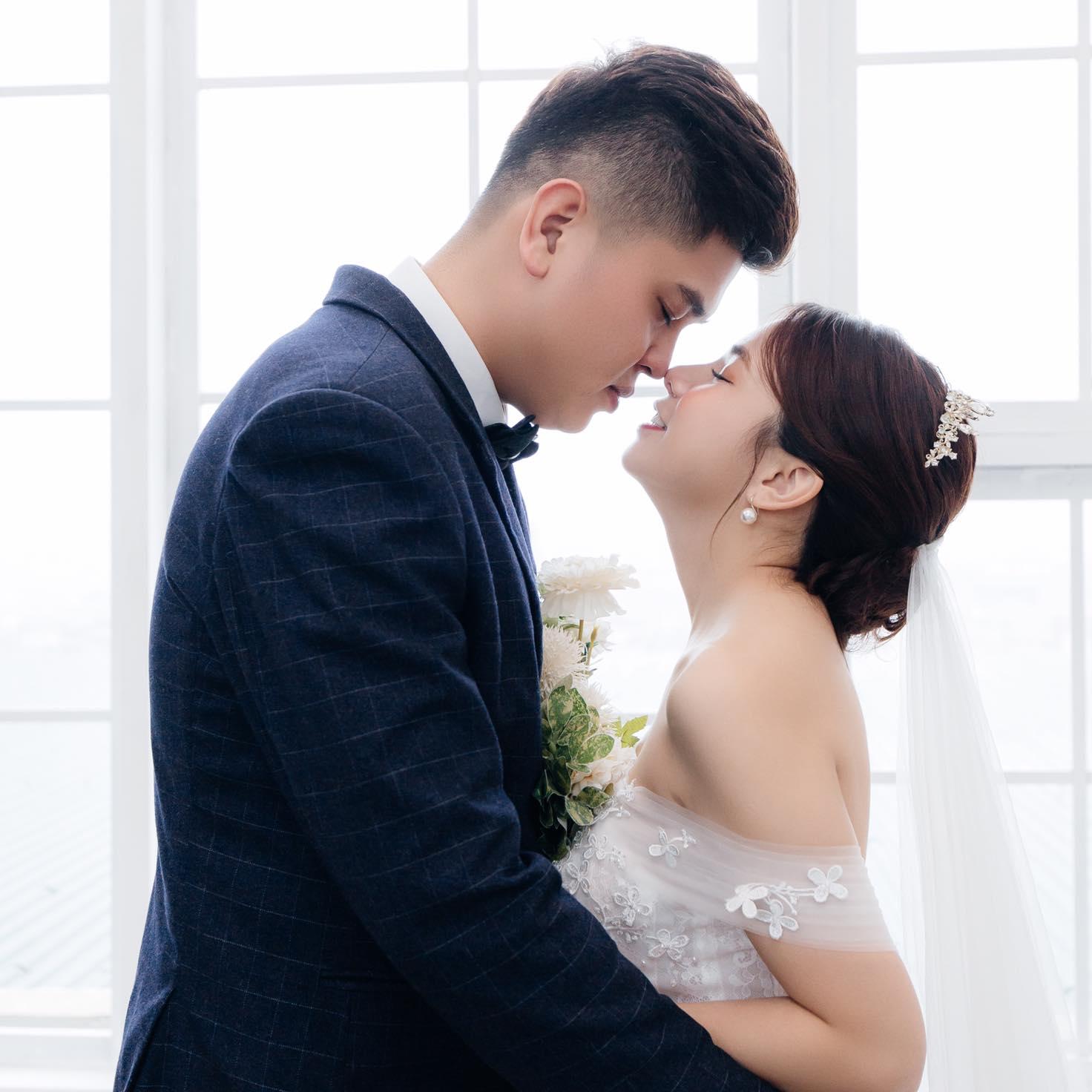 Với Linh, Hải là một người chồng tốt, một người y sĩ tốt mà cô rất tự hào.