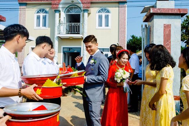 Phương Linh và Hoàng Hải đám hỏi sau 4 tháng quen nhau.