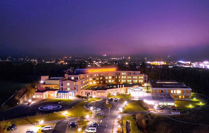 Bệnh viện Freistadt ở Áo - nơi cắt nhầm chân bệnh nhân hôm 18/5. Ảnh: FB.