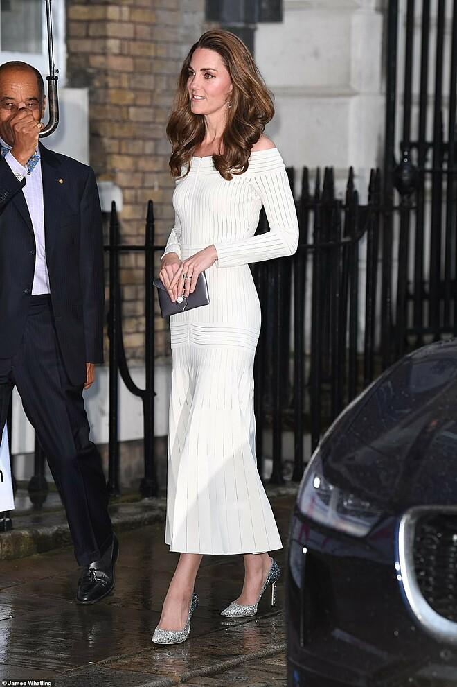 Dù đã trải qua ba lần sinh nở, công nương Kate