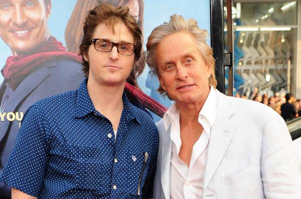 Michael Douglas bên con trai cả Cameron Douglas.