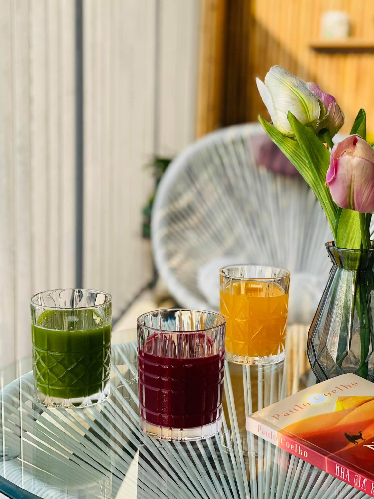 Ngọc Hân thường uống nước ép trước khi ăn 30  - 60 phút.