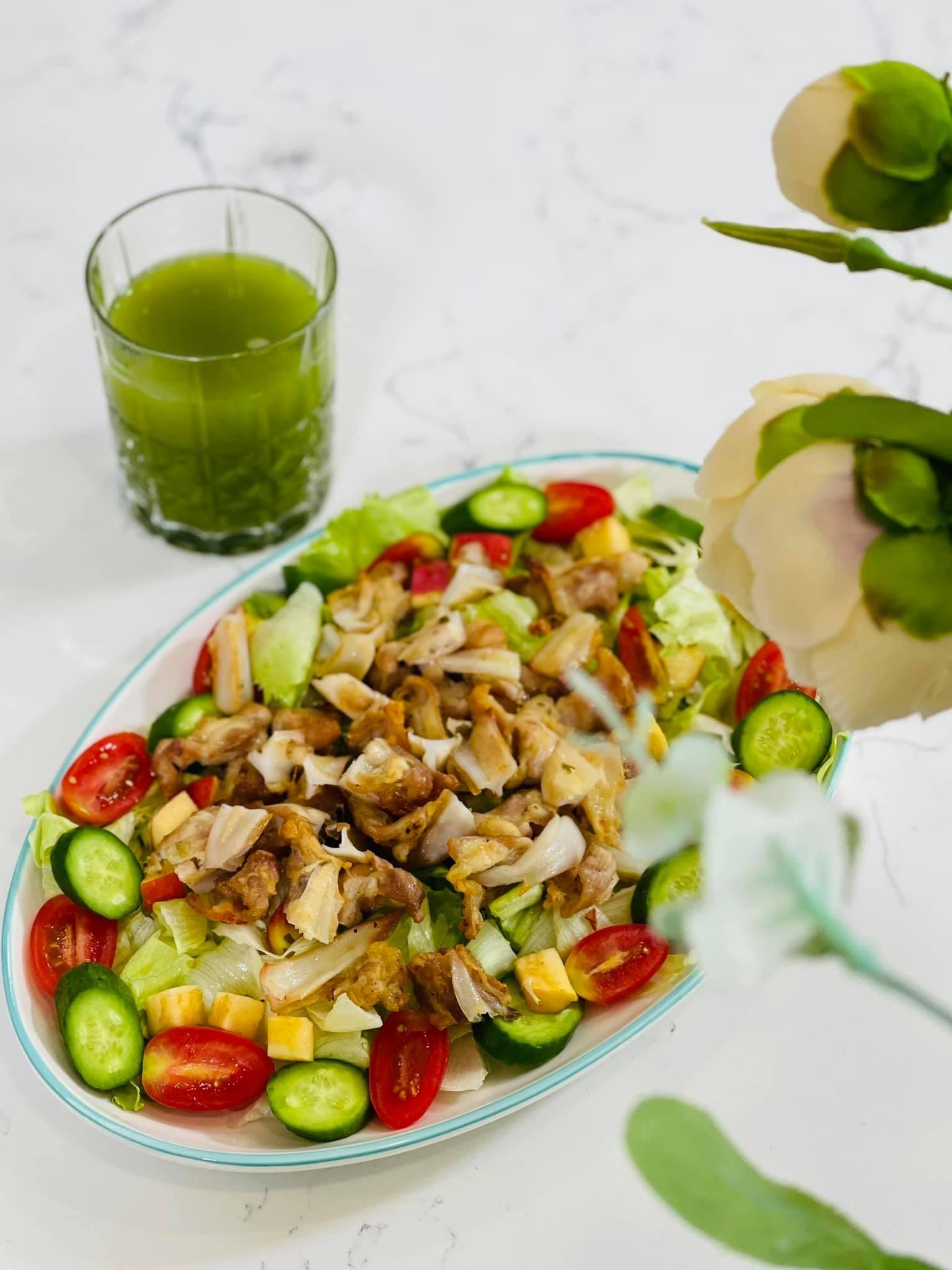 Ngọc Hân duy trì thói quen ăn uống đủ chất để bảo vệ sức khỏe lẫn giữ gìn vóc dáng.