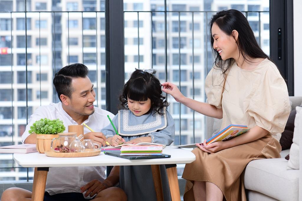 Không gian riêng tư đề cao sự ấm cúng để gia chủ có thể thoải mái nghỉ ngơi, thư giãn. Những khu vực chung như phòng khách, phòng bếp được sắp xếp khoa học nhằm tối đa không gian sinh hoạt, gắn kết giữa các thành viên trong gia đình.