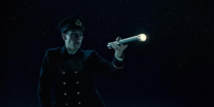 Nhà vật lý - thiên văn  Neil deGrasse Tyson chỉ ra lỗi sai liên quan đến bầu trời đêm trong phim Titanic. Khi Rose và Jack (Leonardo DiCaprio đóng) lênh đênh trên biển, bầu trời trong phim quang đãng, nhiều sao và không có trắng. Nhưng điều này không xác thực với sự kiện có thật ngoài đời. Khi Titanic được phát hành phiên bản 3D, đạo diễn James Cameron đã chỉnh sửa khung hình này.