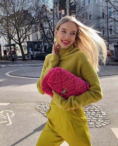 Leonie Hanne là blogger và fashionista sinh sống tại Anh và hiện đang là ngôi sao của làng mốt thế giới bởi những dấu ấn thành công trong ngành công nghiệp thời trang toàn cầu.