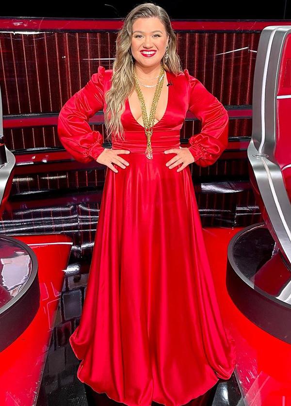 Kelly Clarkson trong đêm đầu tiên của chung kết The Voice 2021.
