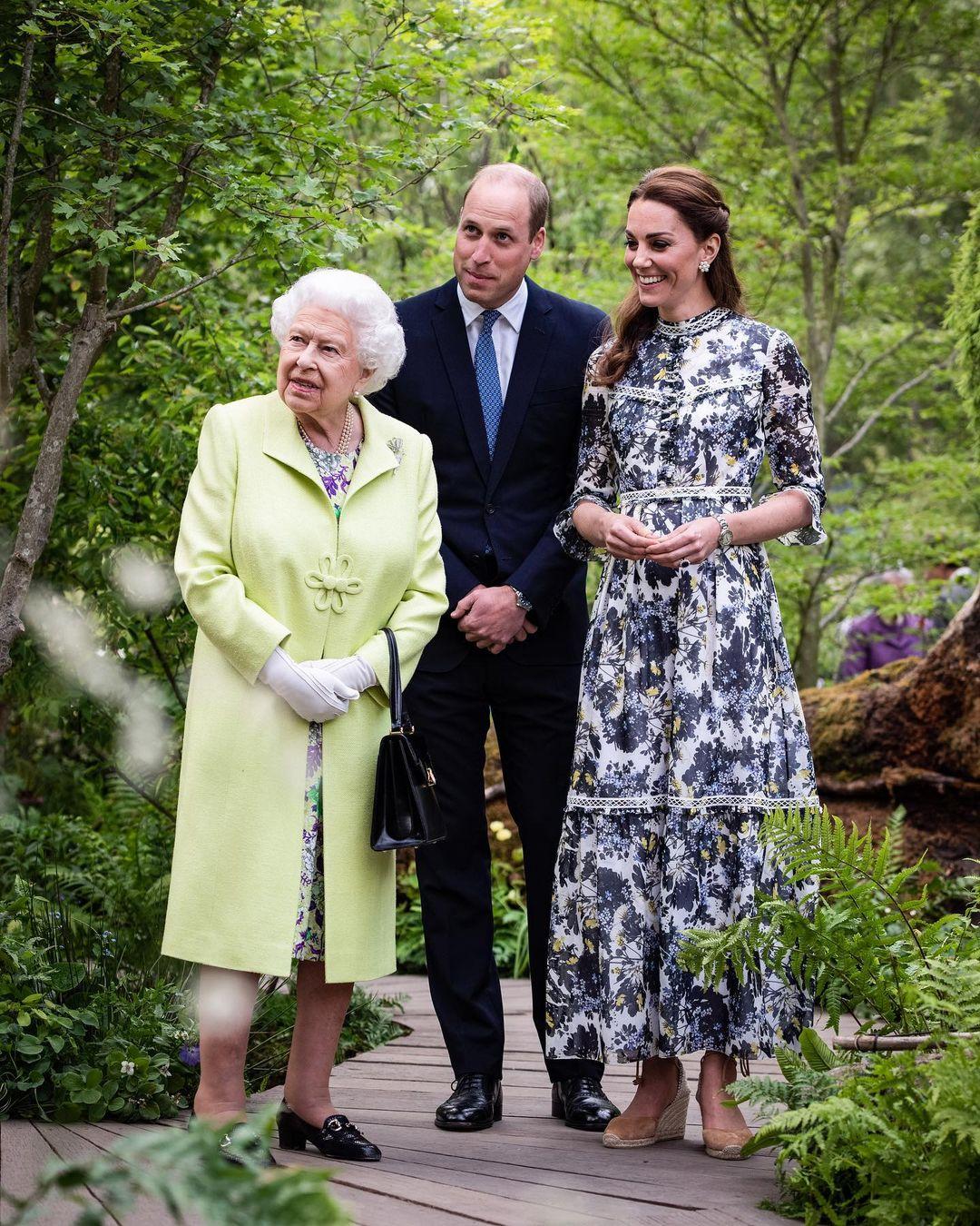 Vợ chồng Công nương Kate và Nữ hoàng Anh.