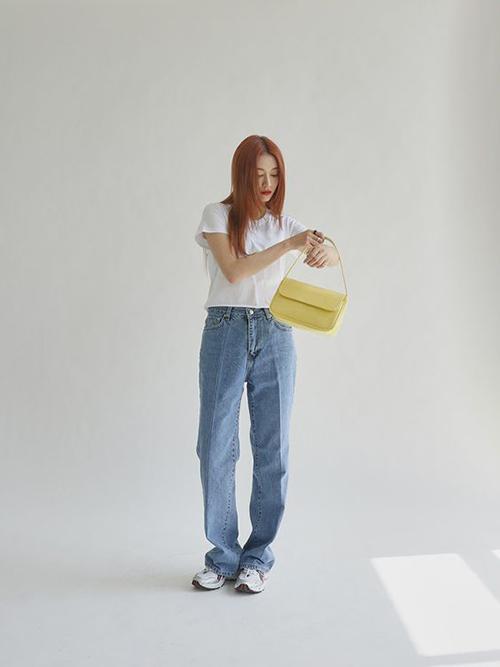 Sau một thời gian bị các kiểu quần skiiny, jeans rách hầm hố lấn át thì những mẫu quần jeans dáng cơ bản, mang đặc trưng phong cách cổ điển được yêu thích trở lại.