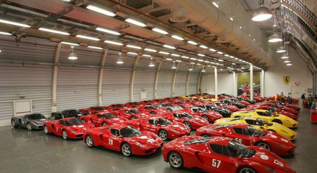 Hàng loạt siêu xe Ferrari Enzo được cho là thuộc sở hữu của quốc vương Brunei.
