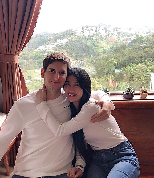 Quỳnh Lam hạnh phúc bên bạn trai.