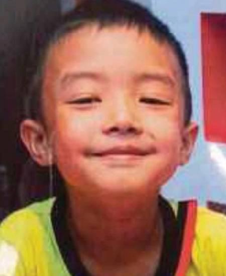 Adrian Teoh Wai Kit qua đời sau khi bị chính bố mẹ mình dùng roi đánh đến chết. Ảnh: Sun.