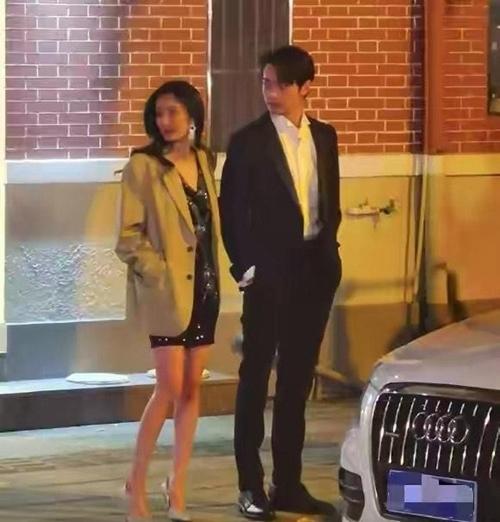 Dương Mịch đóng cảnh hẹn hò với nam diễn viên kém 9 tuổi.