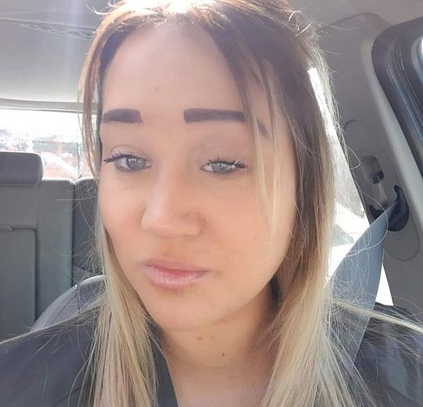 Rebecca Glassbrow - người phụ nữ 30 tuổi sống ở thành phố Con