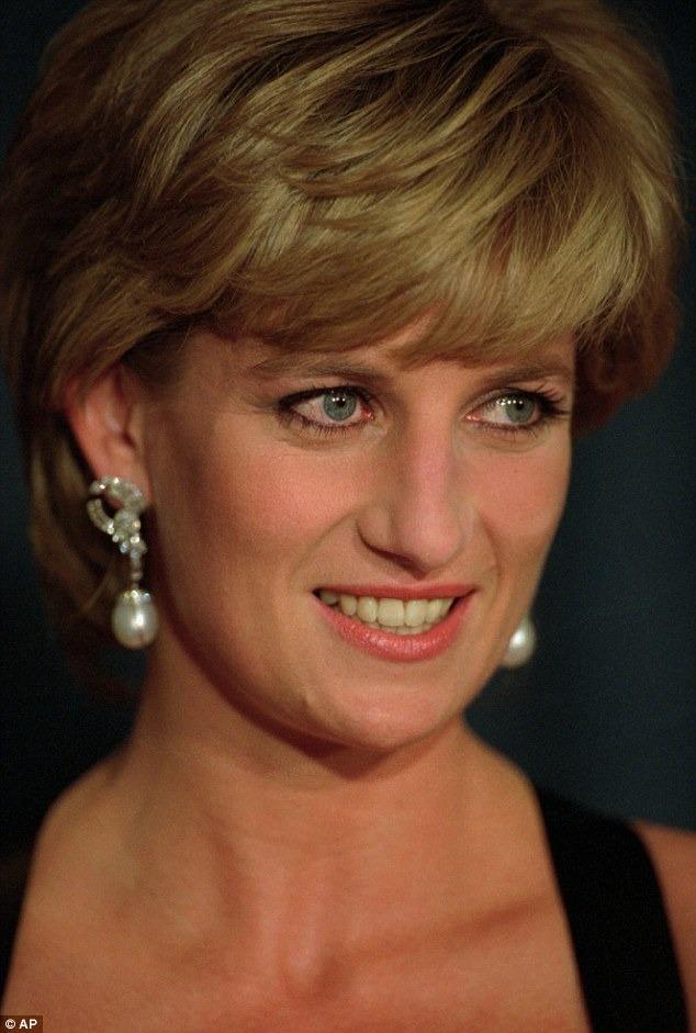 Sau khi gặp chuyên gia trang điểm Mary Greenwell nhiều thói quen trang điểm của cố Công nương đã thay đổi.