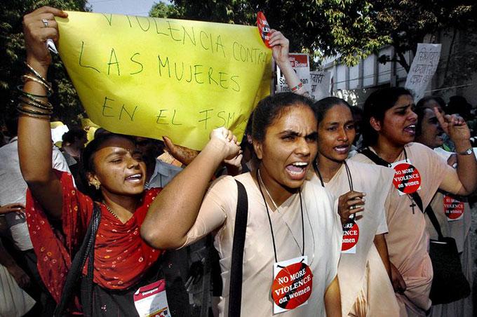 Phụ nữ Ấn Độ biểu tình chống nạn cưỡng hiếp. Ảnh: AFP.