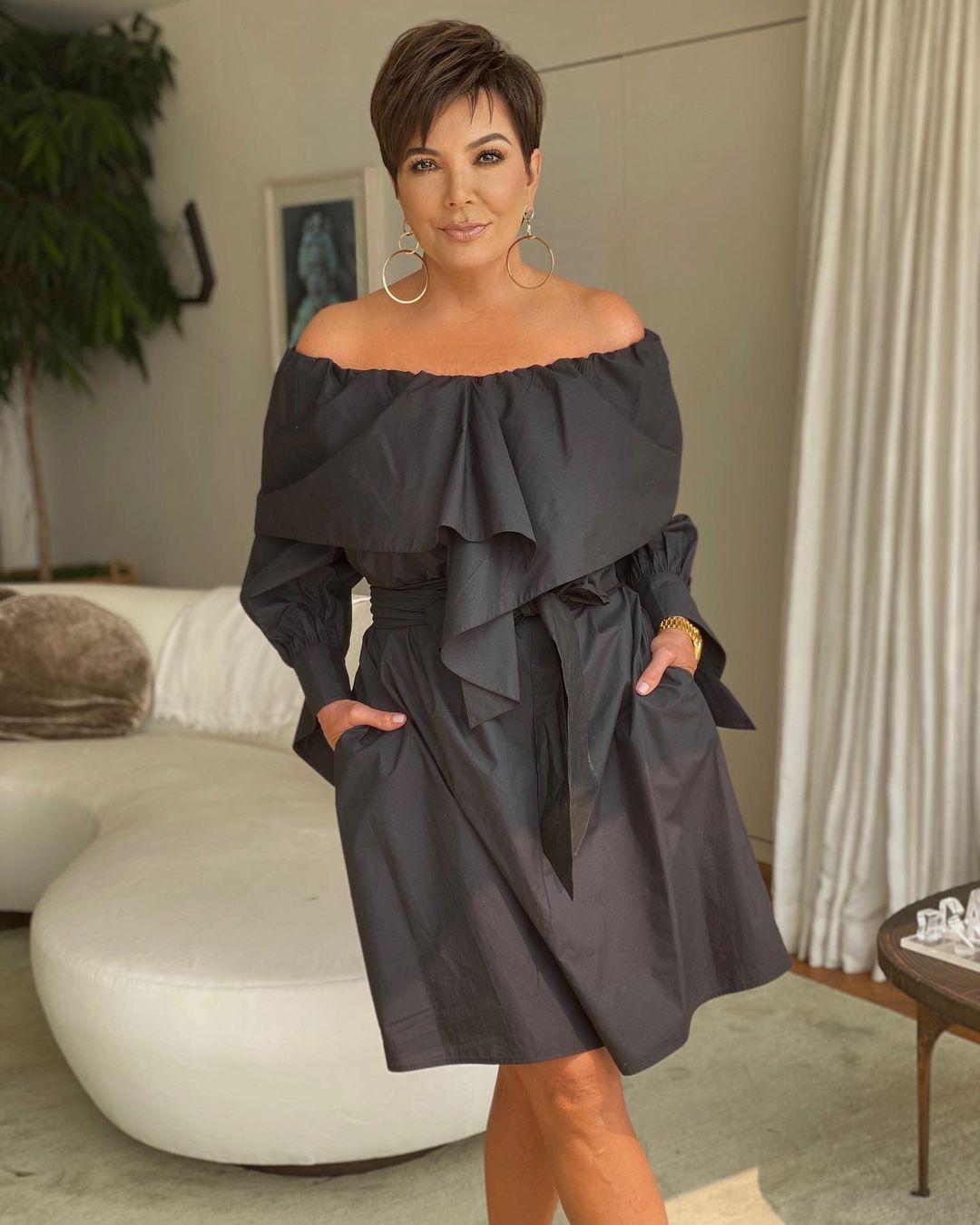 Kris Jenner là người thuyết phục giám đốc sản xuất Ryan Seacrest về ý tưởng show Keeping Up with the Kardashians và đang đảm nhận vai trò quản lý của 5 cô con gái nổi tiếng.