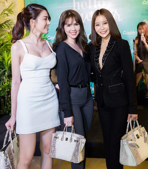 Lê Hà, Ngọc Trinh, Hải Dương (từ trái qua) tham dự event ngày 14/3/2017.