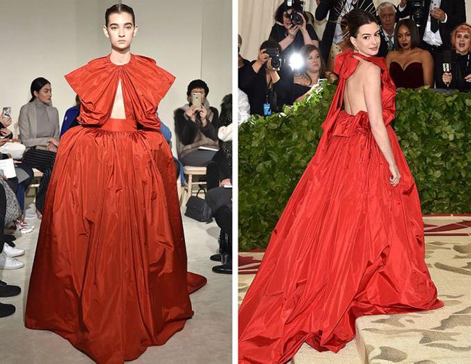 Valentino, Anne Hathaway Nữ diễn viên diện trang phục này đến Met Gala và thu hút nhiều sự chú ý với bộ váy rực rỡ và phụ kiện khác lạ trên tóc.