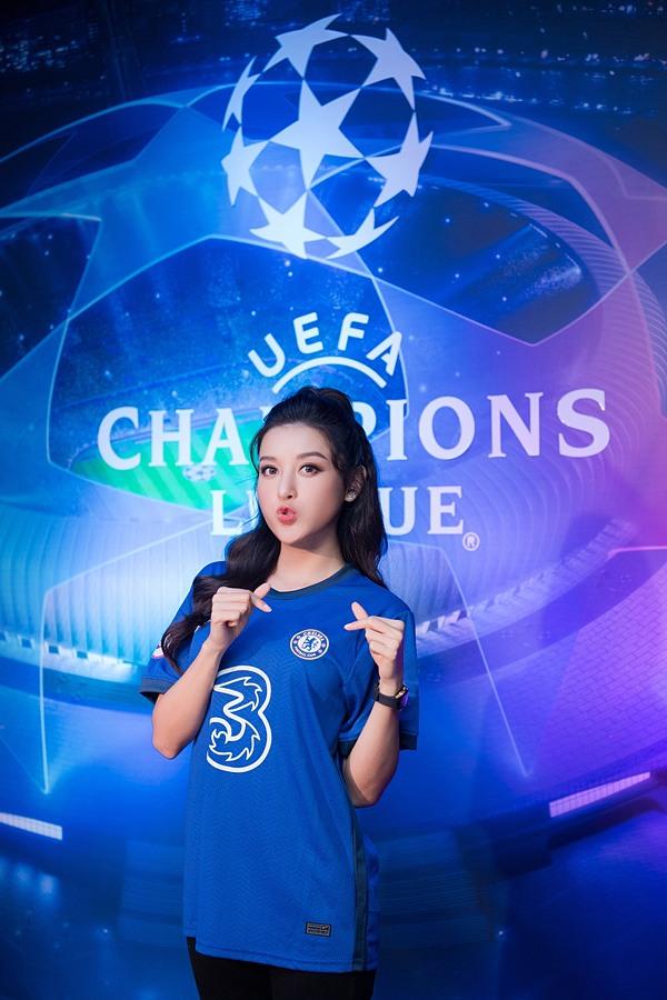 Á hậu còn yêu thích sự thể hiện của NGolo Kante, Cesar Azpilicueta, Ben Chilwell của Chelsea trong trận chung kết tối qua.