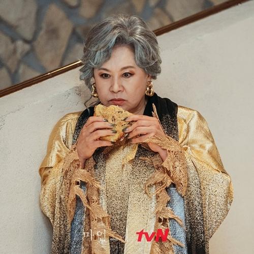 Park Won Sook đóng bà mẹ chồng đáng ghét trong phim Mine.