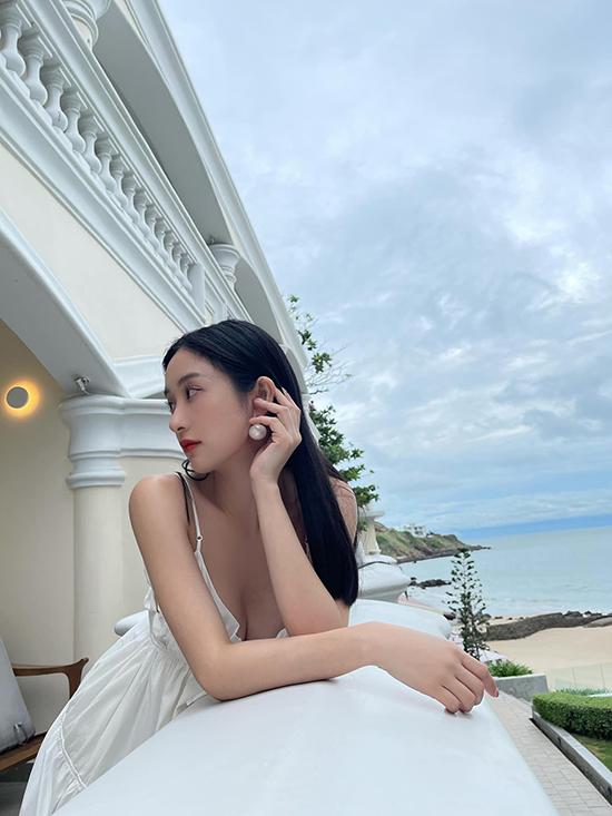 Jun Vũ khoe vóc dáng mảnh mai trong chuyến nghỉ dưỡng ngắn ngày ở Vũng Tàu.