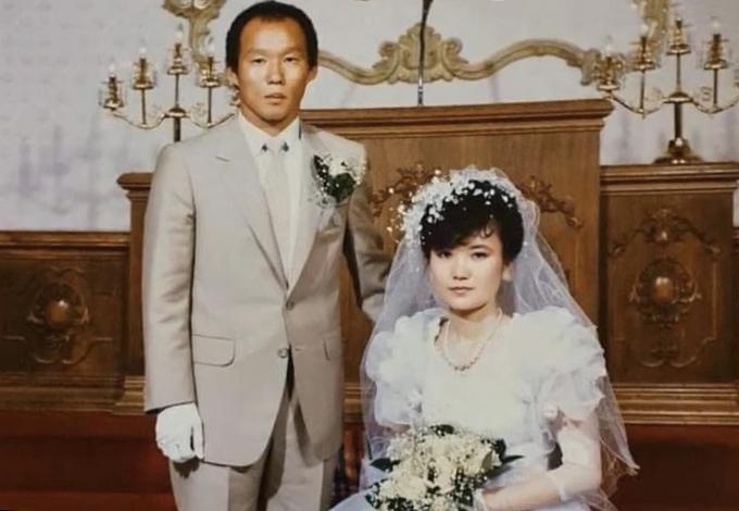 Ảnh cưới của HLV Park và bà xã Choi Sang-a cách đây 35 năm.