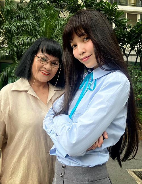 Ca sĩ Hiền Thục (40 tuổi) bên mẹ ruột (70 tuổi).