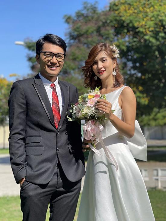 Quang Tuấn và Kim Tuyến trong phim.