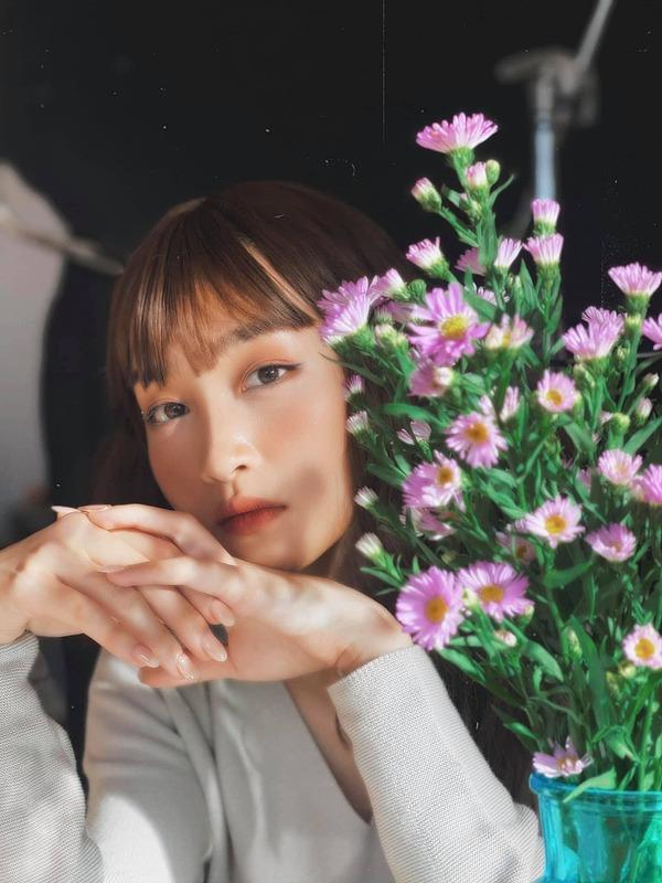 Sau khi dịch bùng phát, ca sĩ Juky San giảm 50% thu nhập so với lúc trước. Toàn bộ show tháng 5 của cô bị hủy bỏ. Cô dự đoán tháng 6 cũng sẽ khó đi hát trở lại. Nhưng cô không quá chật vật trong chi tiêu hằng ngày bởi vẫn còn nguồn thu từ quảng cáo.