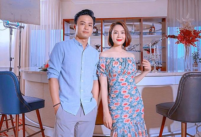 Hồng Đăng và Hồng Diễm tại hậu trường tập cuối Hướng dương ngược nắng.
